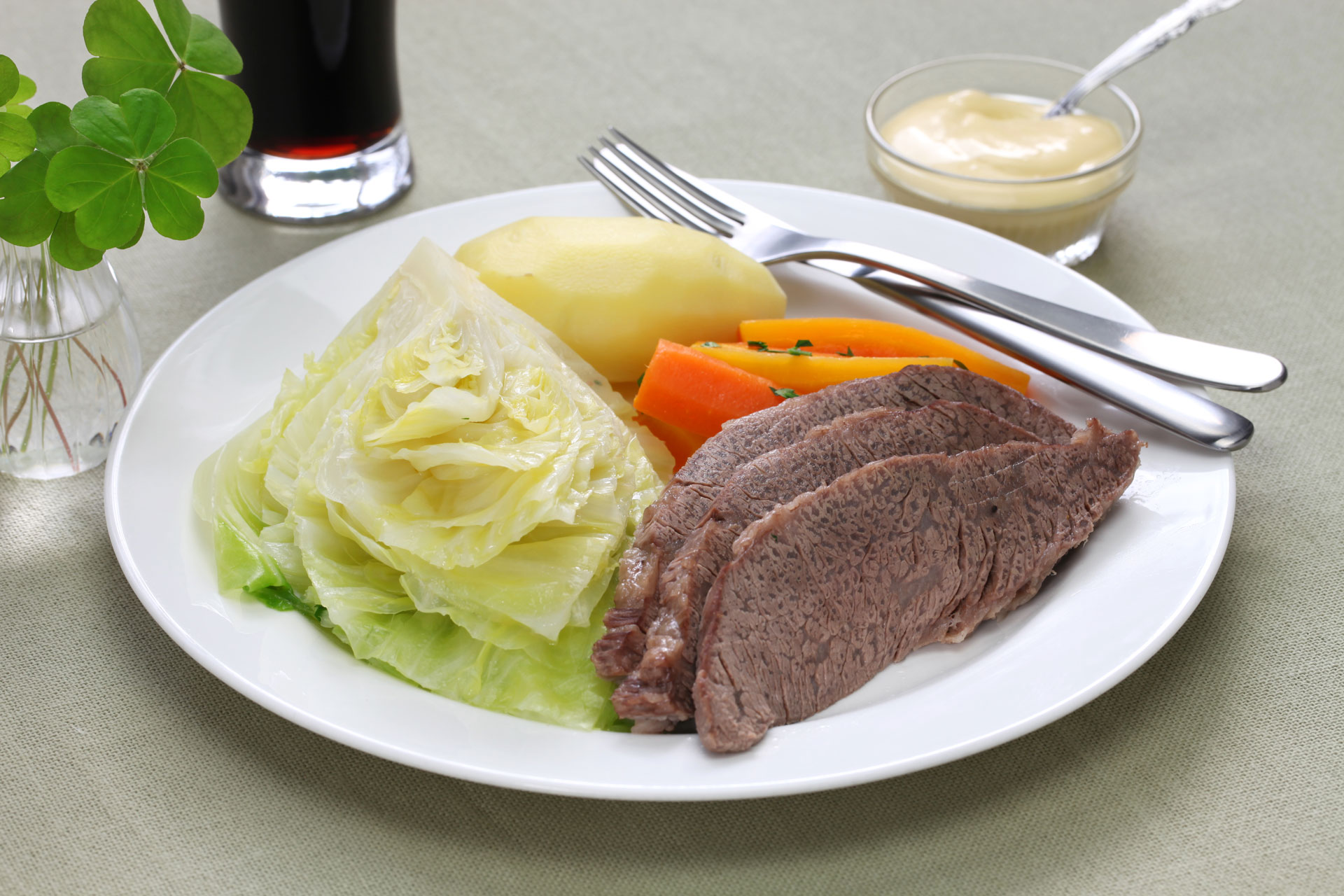 a photo of corned beef and cabbage